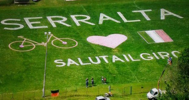 Le immagini in tv del campo sportivo di Serralta