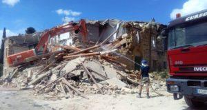 I lavori di demolizione dell'edificio