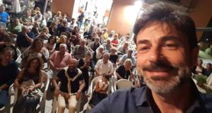 """Il selfie di Tura con il pubblico della """"Gulliver"""" di Giorgio Montecchia"""
