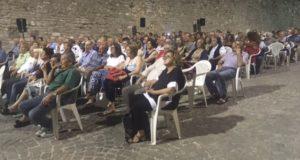 Il pubblico in largo Servanzi