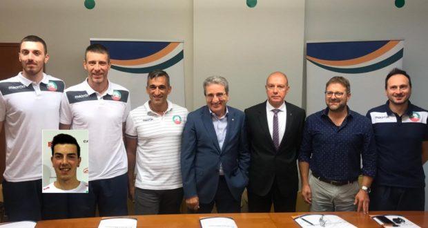 La presentazione in Banca Macerata e, nel riquadro, l'atleta settempedano Michael Molinari