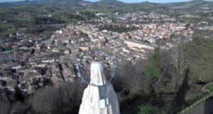 La statua della Madonnina al Castello al monte