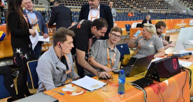 Roberto Taddei impegnato al tavolo tecnico di una competizione internazionale