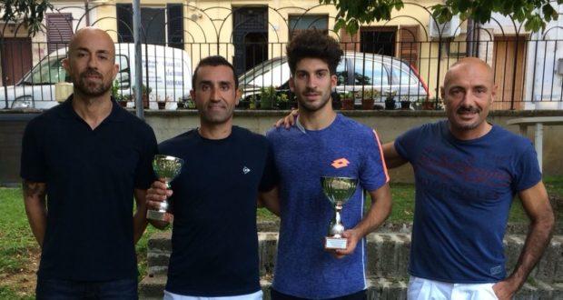 I due finalisti assieme a Stefano Bruschi e Andrea Tacchi
