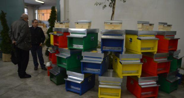Le arnie prodotte dall'azienda Artistica Settempedana