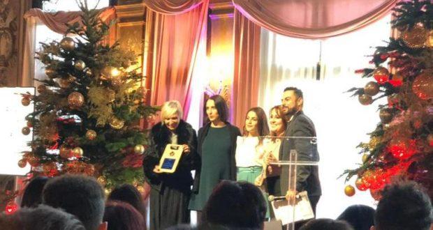 Giovanna Massi riceve il premio a Venezia