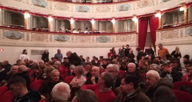 La platea del Feronia per l'anniversario dell'Itis