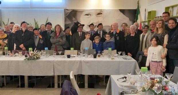 """Il gruppo dei partecipanti alla """"conviviale"""" di fine anno"""
