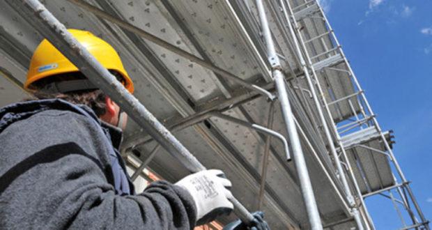 Lavori in un cantiere post sisma (foto d'archivio)