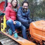 Cinzia Anibaldi e Federico Quaranta a bordo del trattore aziendale