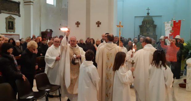 Il vescovo durante la funzione religiosa
