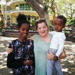 Vincenza con la ragazza madre e suo figlio preso in adozione a distanza
