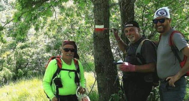 I volontari del cai al lavoro sul sentiero