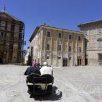Il Papa raggiunge Santa Maria in Via
