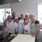 Il cuoco Roberto e cinque delle sue aiutanti