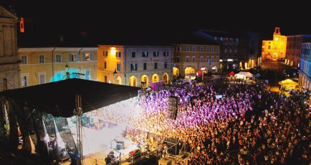 Il concerto in piazza di Irama