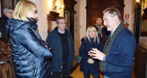 Il direttore Martinelli (a destra) a colloquio con il sindaco Rosa Piermattei e l'ex parlamentare Irene Manzi
