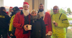 """La consegna al """"Torrette"""": a sinistra il presidente Fabio Baccifava nei panni di Babbo Natale; a destra Giacomo Natali e Michele Magnapane"""