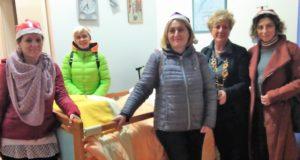 La consegna dei materassi alla Casa di riposo