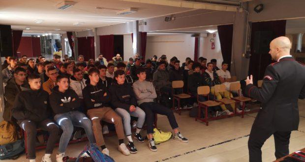 L'incontro alle scuole Medie con gli studenti di Meccanica