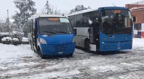 I pullman di Contram sotto la neve