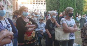 La partecipazione alla messa celebrata nel cimitero di Serralta