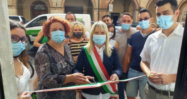 Il taglio del nastro con il sindaco Rosa Piermattei