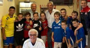 Foto di gruppo con Salvatore Bagni: a destra Riccardo Venturini, al centro (in basso) Raniero Gentili