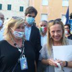Tiziana Gazzellini con Giorgia Meloni e Francesco Acquaroli