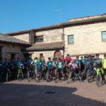 Il gruppo in partenza dalla piazzetta del Castello di Serralta