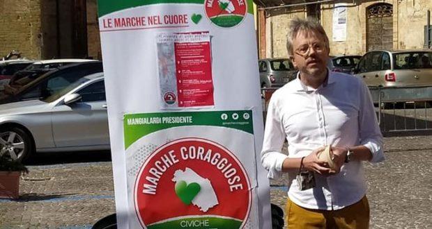 Giovanni Chiarella durante un incontro della campagna elettorale