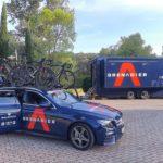 """I mezzi del Team nel parcheggio del """"Faro"""""""