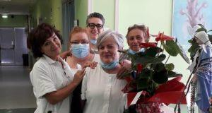 Gabriella Apollinari salutata dalle colleghe dell'ospedale di San Severino