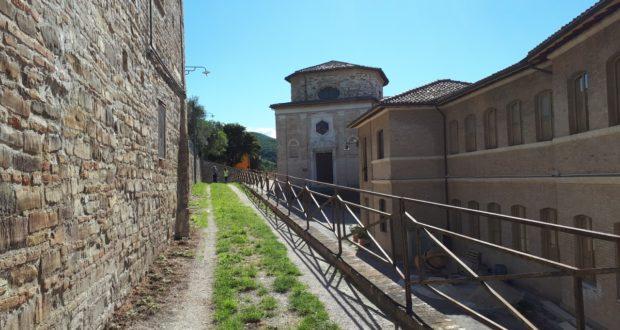 Percorso a piedi al Castello al monte
