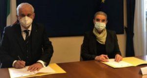 La firma dell'accordo