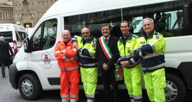 I volontari e il nuovo mezzo del Gruppo comunale di Protezione civile