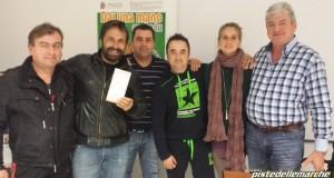 """Danilo Panebianco con il direttivo dell'associazione """"Dentro il sorriso"""" (foto tratta dal sito www.pistedellemarche.com)"""