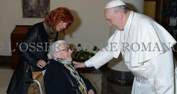 Anna Maria Piviero e la mamma Silvia insieme con Papa Francesco (foto dell'Osservatore romano)