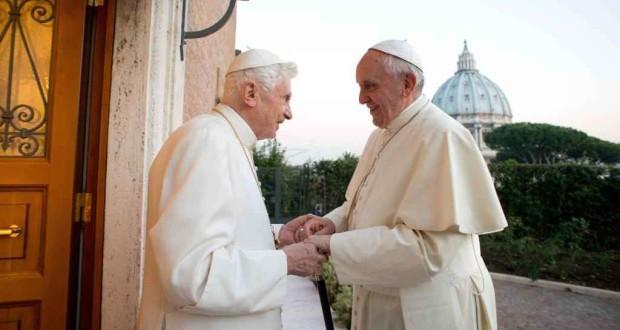 Lo storico incontro dei due Papi