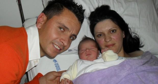 Il piccolo Andrei con i suoi genitori