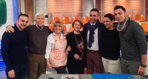 """Bruno Spaccia (il primo a sinistra) negli studi della trasmissione """"La prova del cuoco"""""""