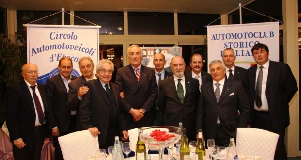 Il nuovo direttivo del Caem assieme al presidente Caglini