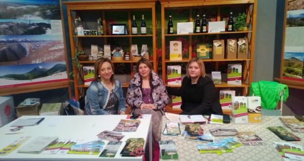 """La vice presidente della Comunità montana, Sabrina Piantoni, nello stand di """"Marca Village"""""""