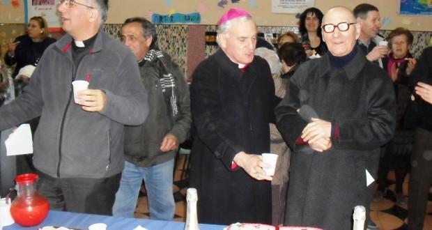 Da sinistra: il parroco don Antonio Napolioni, il vescovo Francesco Giovanni Brugnaro e don Gilfredo Buglioni