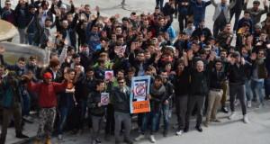 """Slotmob: tanti ragazzi in piazza per dire """"no"""" al gioco d'azzardo"""