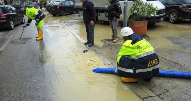 Volontari impegnati a Senigallia