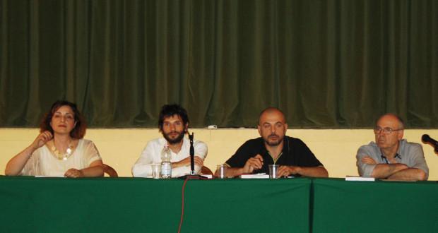 Da sinistra: l'assessore Simona Gregori, il giornalista Lorenzo Paciaroni, il ricercatore Matteo Petracci e lo storico Raoul Paciaroni, autore del libro