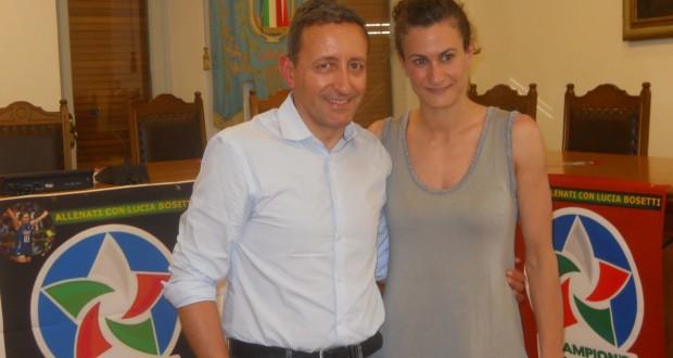 Luca Crescenzi assieme alla giocatrice Lucia Bosetti (foto d'archivio)