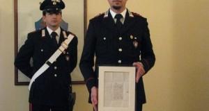 I carabinieri con il manoscritto sequestrato