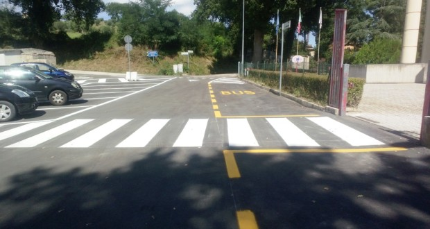 Cesolo, il piazzale della scuola asfaltato di recente